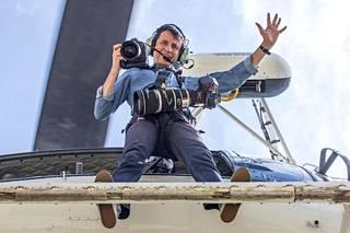 Massimo Sestini valmiina kuvaamaan.