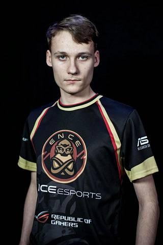 """Joona """"Serral"""" Sotala pelaa StarCraft II -peliä suomalaisessa ENCE eSports -joukkueessa."""