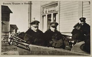 Kenraalimajuri von der Goltz saksalaisessa esikunta-autossa Tammisaaressa keväällä 1918.