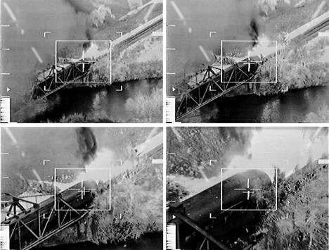 Täsmäpommin kärkeen asennettu kamera kuvasi osuman matkustajajunaan, joka oli juuri ajanut tuhottavalle serbialaiselle sillalle.