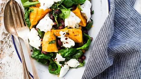 Valmista maukas ja helppo salaatti bataatista ja mozzarellasta.