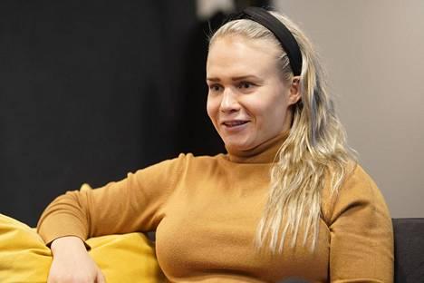 Petra Olli opiskelee nykyään kahta tutkintoa. Maailmanmestari aloittaa myös valmennuksen asiantuntijatehtävissä Kuortaneen urheiluopistolla.