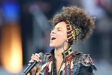 Alicia Keys esiintyi UEFA Champions Liigan finaalissa toukokuun lopussa ilman meikkiä.