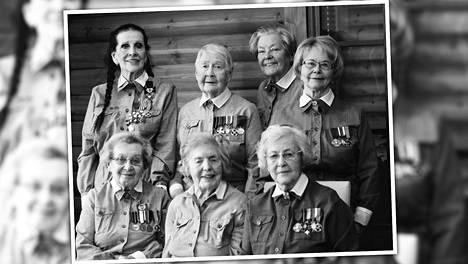 Kuvassa istumassa Alli Brotherus (vas.), Laine Lahdelma ja Helmi Kotkanen. Ylärivissä vasemmalta Aira Samulin, Tuovi Toivonen, Aira Kojo ja Auni-Leila Eulenberger.