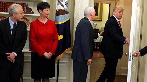 Donald Trump poistui, kun häneltä kysyttiin hänen entisestä turvallisuusneuvonantajastaan Mike Flynnistä.