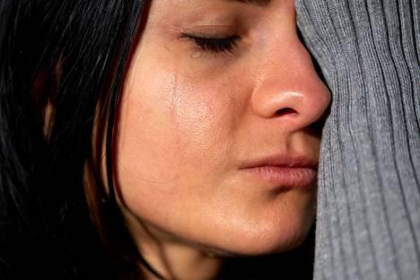 Jatkuva itkuisuus voi kieliä masennuksesta.
