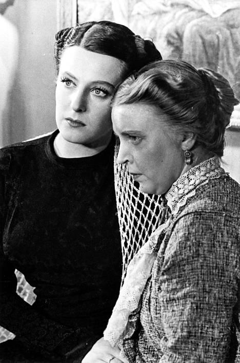 Elokuvassa Halveksittu (1939) näytteli Ester Toivosen lisäksi mm. Henny Valjus.