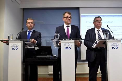 """""""Eriarvoistumista torjutaan"""", vakuuttivat valtiovarainministeri Petteri Orpo, pääministeri Juha Sipilä ja ulkoministeri Timo Soini huhtikuussa hallituksen puoliväliriihen loppuinfossa."""