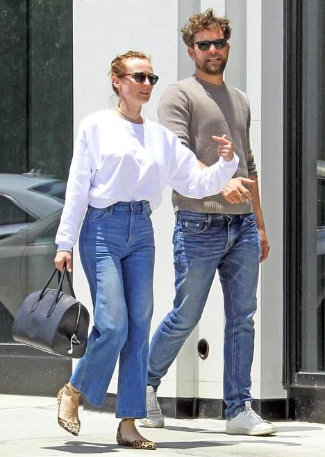 Diane Kruger ja Joshua Jackson toukokuisella päiväkävelyllä Los Angelesissa.