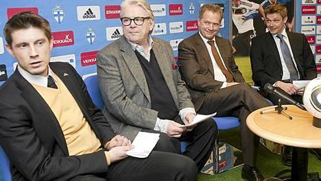 Palloliiton toimitusjohtajan Kimmo J. Lipposen (oik.) mukaan Unitedia varoitettiin tekemästä sopimusta.