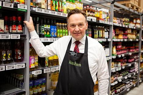 """""""Meillä asiakas saa oikeat tuotteet aina hänelle oikeaan aikaan ja oikealla hinnalla"""", kauppias Hannu Aaltonen painottaa."""