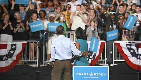 Barack Obama aloitti lauantaina virallisen vaalikampanjointinsa Ohiossa vaimonsa Michellen kanssa.