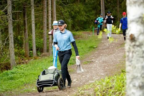 Väinö Mäkelä on frisbeegolfannut 12-vuotiaasta.