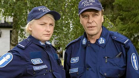Ria Kataja ja Vesa Kietäväinen ovat Taivaan tulet -sarjan tähtiä.