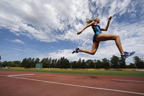 Kristiina Mäkelä pitää tärkeänä, että aktiiviurheilijat tarttuvat kokemiinsa epäkohtiin.