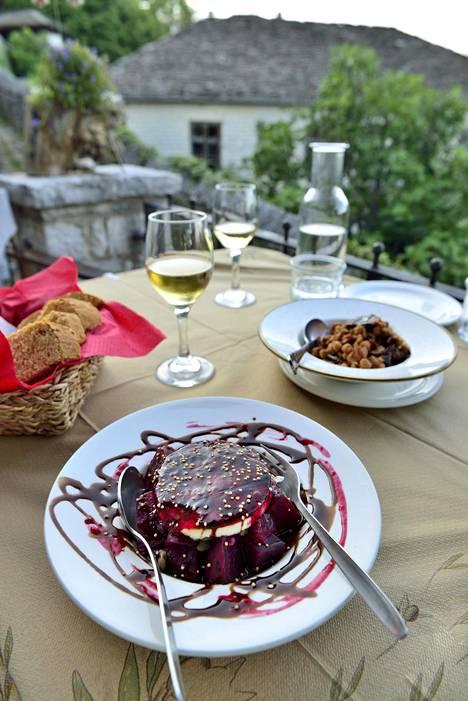 Punajuuriruoka ravintola Lithosissa.