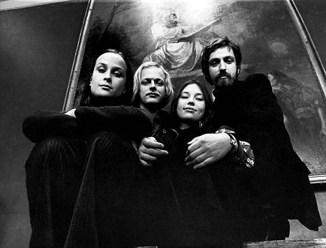 Agit Prop -yhtye kuvattuna 1972: Sinikka Sokka (vas.), Pekka Aarnio, Anu Saari ja Martti Launis.