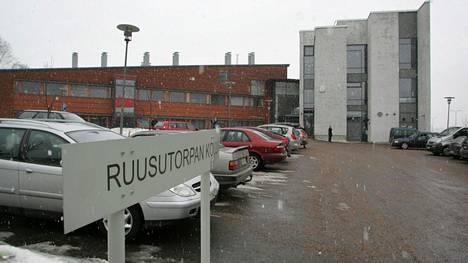 Pahoinpitely tapahtui Ruusutorpan koulun pihalla Espoon Leppävaarassa sunnuntaina. Arkistokuva.