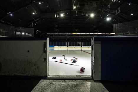 Lokakuun ensimmäinen päivä käynnistyneessä jääkiekon miesten SM-liigassa huolenaiheena on ollut etenkin pienet yleisömäärät.