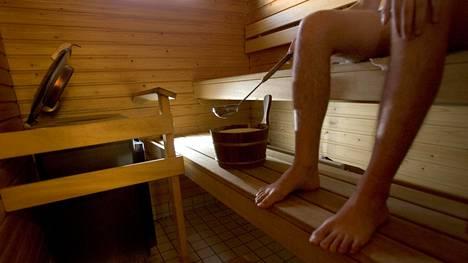 Yksi saunomisen tärkeimmistä hyödyistä on se, että se laskee verenpainetta. Tarkkaa syytä asialle ei toistaiseksi tiedetä.