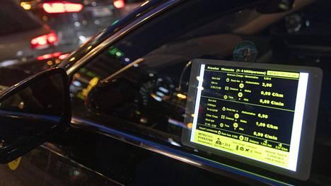 Vuonna 2018 voimaan astunut laki vapautti taksiliikennettä. Muutoksesta seurasi koko joukko ongelmia, joita nyt lääkitään taksisääntelyn korjaussarjalla.
