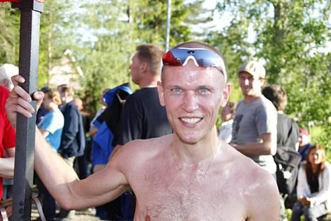 Hän on voittaja! Tomi Halme Espoosta ylitti ensimmäisenä maaliviivan ajassa 36.10.