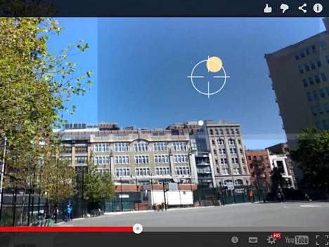 Tutkimusyritys näkee peleissä ja Google Glassissä ansaintamahdollisuuksia.  Kuvakaappaus Googlen esimerkkivideosta tammikuussa 2014.