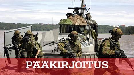 Suomalaisia ja ruotsalaisia joukkoja merivoimien harjoituksessa Suomenlahdella.