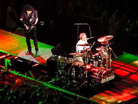 Brian May ja Roger Taylor ovat alkuperäisjäseniä.