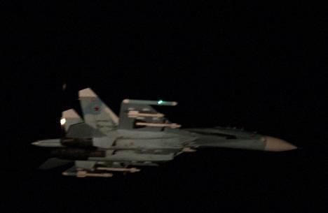 Puolustusvoimien ottama kuva havaitusta SU-27 -hävittäjästä.