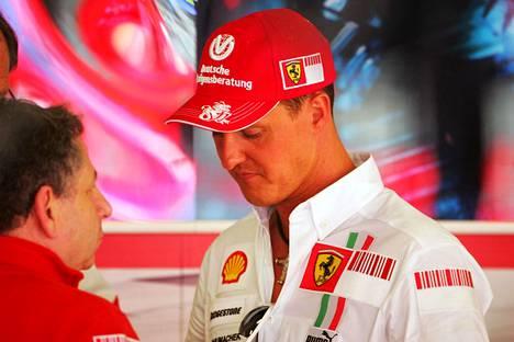 Jean Todt (vas.) ja Michael Schumacher kuvattuna vuonna 2007.