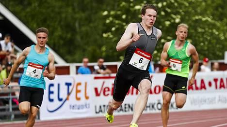 Samuel Purola oli hyvässä vauhdissa myös Kuortaneen Eliittikisojen 200 metrillä.