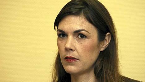 Melinda Taylor puhui tiedotustilaisuudessa perjantaina. Hän vakuutti toimineensa kansainvälisen rikostuomioistuimen sääntöjen mukaisesti.