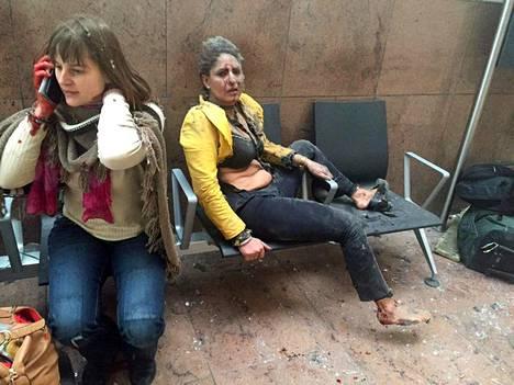 Uutistoimisto AP on välittänyt kuvia lentokentältä räjähdyksen jälkeen.