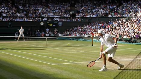 Wimbledonin välierä venyi hurjaksi maratoniksi, kaikkien aikojen ennätys rikki
