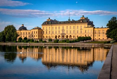 Ruotsin kuningasperheen Drottningholmin linna.