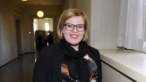 Keskustan alkoholityöryhmää johti puolueen varapuheenjohtaja Annika Saarikko (kesk).