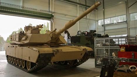 Abrams-taistelupanssarivaunu on raskainta luolissa varastoitua kalustoa.