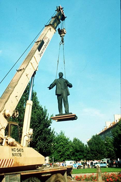 Virta kääntyi ja Lenin patsas poistettiin.