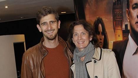 Barbara Sorsa saapui katsomaan Infernoa hänen ja edesmenneen aviomiehensä Riki Sorsan pojan Rasmuksen kanssa.
