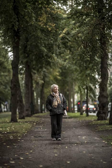 Kuusitoista vuotta Angela Reponen maksoi mieheltään jääneitä velkoja.