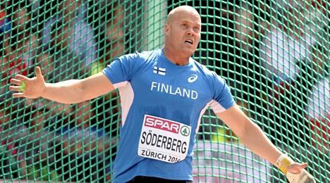 David Söderberg karisti ison mörön kintereiltään kahdesti moukarihäkissä.