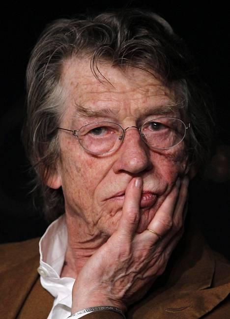 John Hurt Melancholia-elokuvan lehdistötilaisuudessa vuonna 2011 Cannesissa.