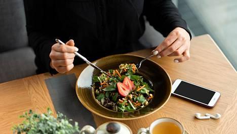 Verenpaineeseen vaikuttaa ruokavaliossa moni muukin tekijä kuin suola.