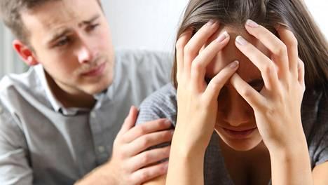 Miten pettämistä voi ehkäistä? Seksuaaliterapeutti Elina Tanskanen neuvoo