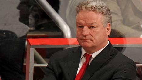 Yli 1400 NHL-ottelua urallaan tahkonnut London Knightsin päävalmentaja Dale Hunter ylistää Olli Määtän pelivaistoja.