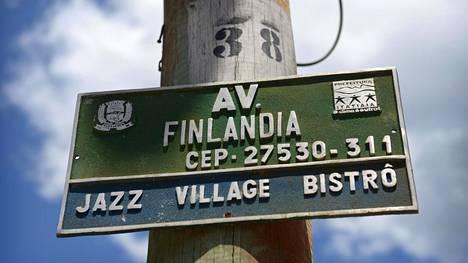Ulkomailla merkit Suomesta ovat usein pieniä ja harvassa, ja tuntuvat juuri siksi niin merkityksellisiltä.