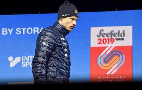 Yhdistelmäkilpailun nelonen Iivo Niskanen saapui lavalle myrtsin oloisena.