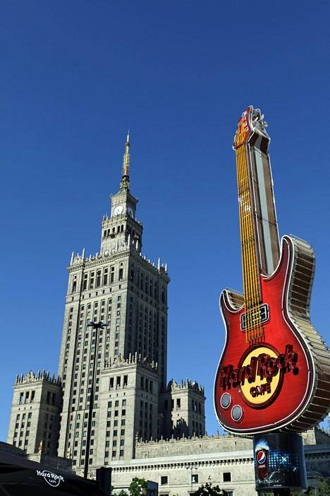 Kulttuuripalatsi on keskustan korkein rakennus.