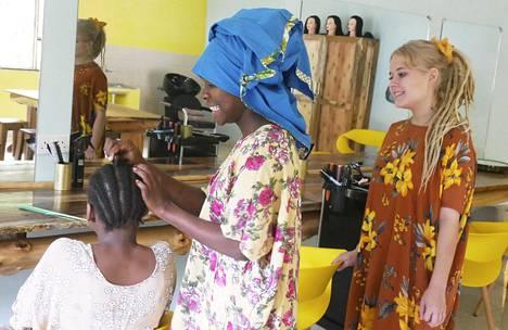 Viola pyörittää Keniassa myös kurssikeskusta, joka kantaa nimeä Kalevala Training Center.
